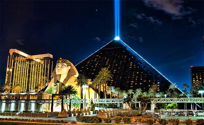 Didžiausi viešbučiai. The Luxor viešbutis Las Vegase