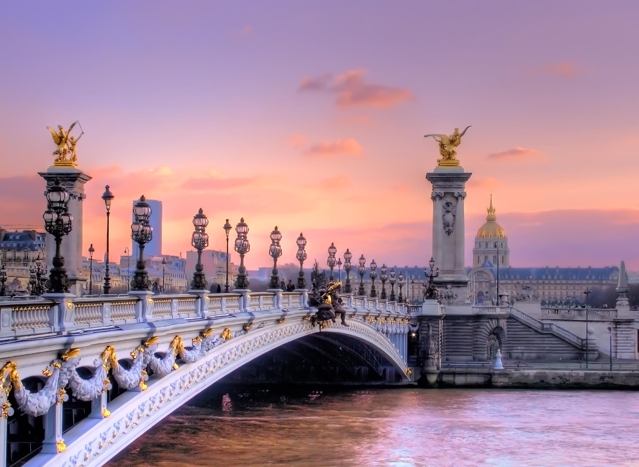 Pigios kelionės į Paryžių!