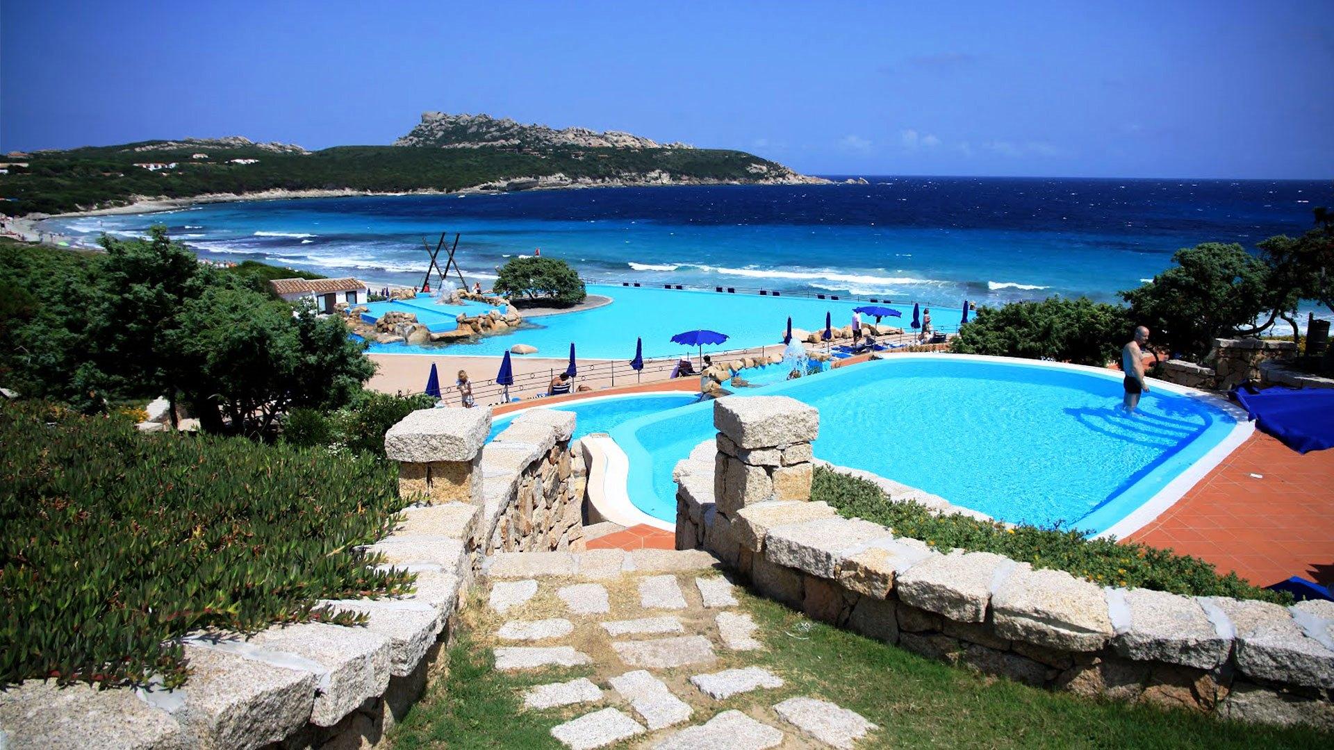 Pigios kelionės į Sardinijos salą! Skrydis + viešbutis ...